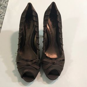 NWOT- Unlisted brown heels sz 7.5